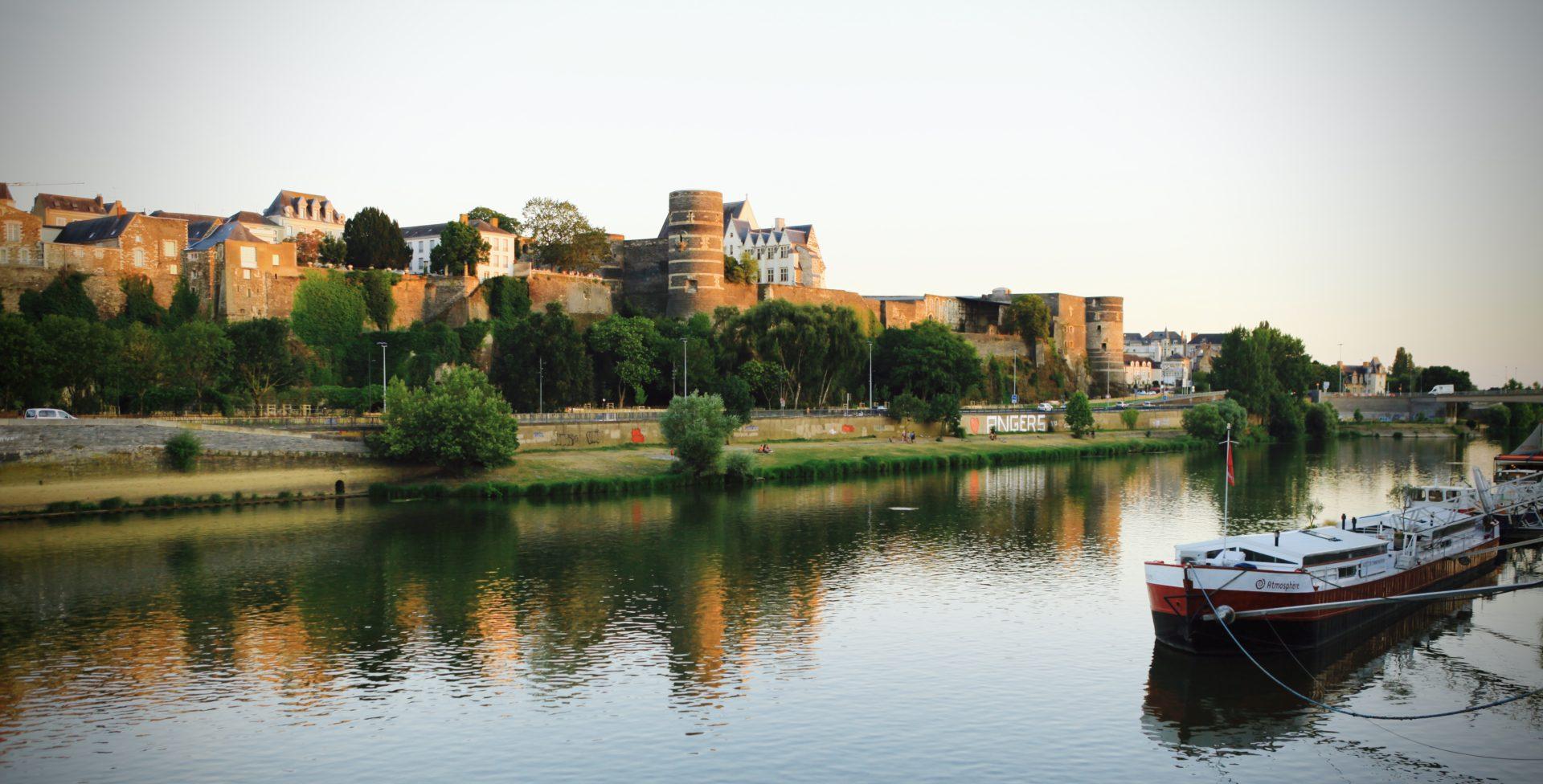 Vue de la Maine et du château d'Angers